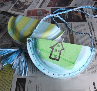 Tutorial: Kid Craft – Paper Plate Pouches