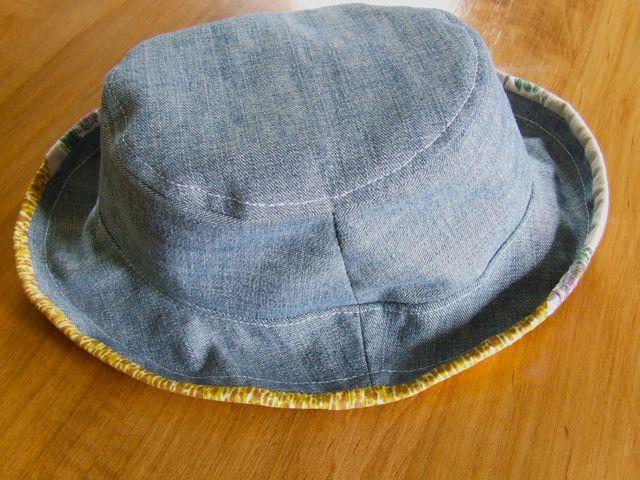 как сшить шапку из старенькых джинсов своими руками